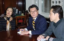 Наталья Ан, Ю Чжон Пиль и переводчик посольства республики Корея в Москве Чон Юн Хи