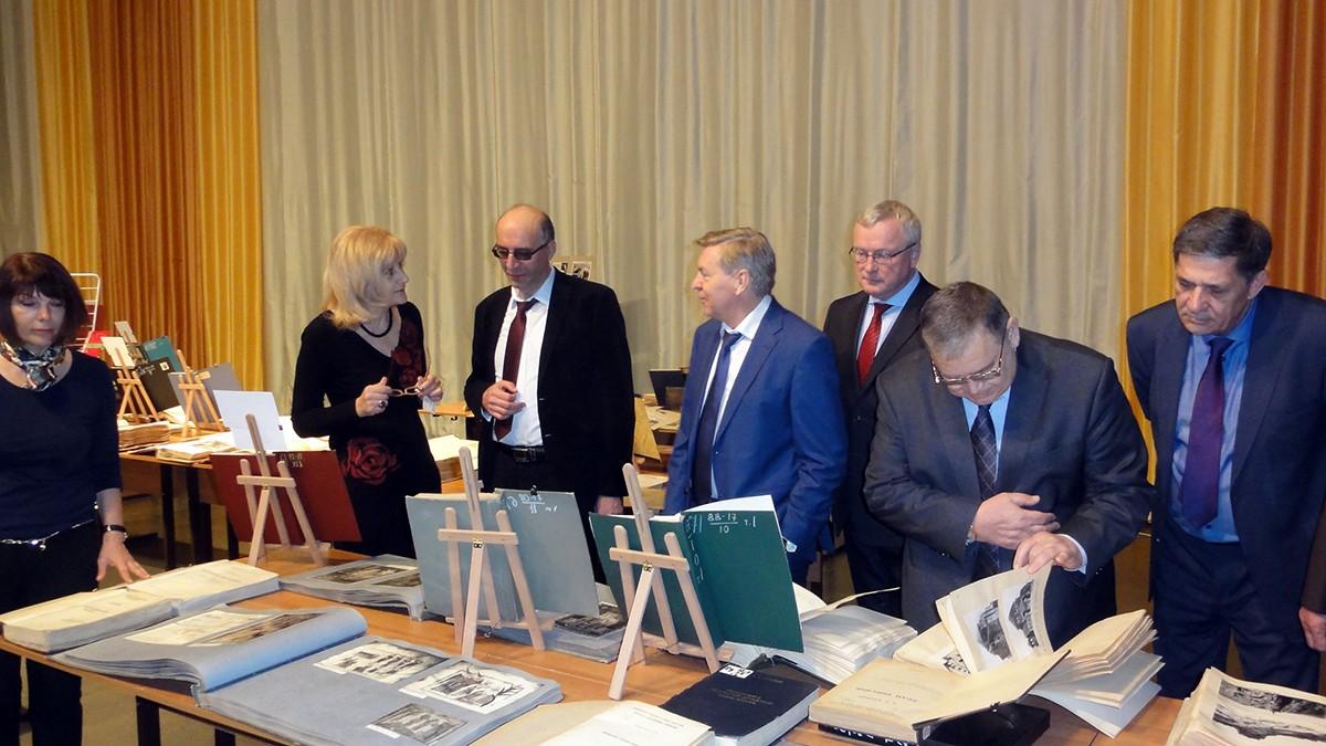 Выездная выставка диссертаций в РУДН